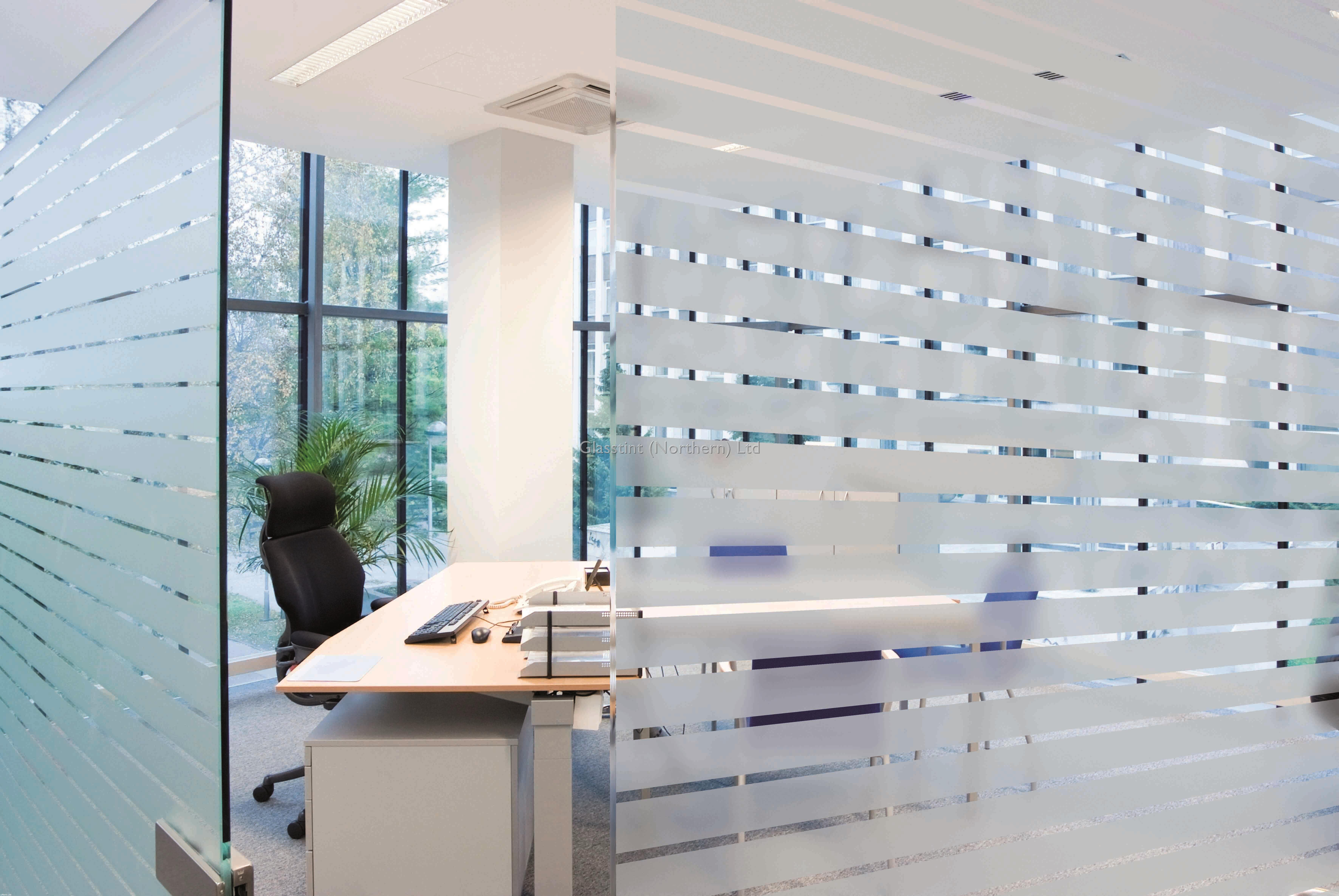 A dynamic variation to ordinary glass glasstint for Brise vue fenetre